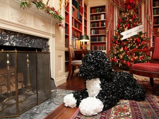 WHoriginal_White-House-Christmas-2011-fireplace-Bo_s4x3_lg
