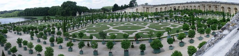 Versailles, the fanciest garden of them all. Image from Wikimedia commons