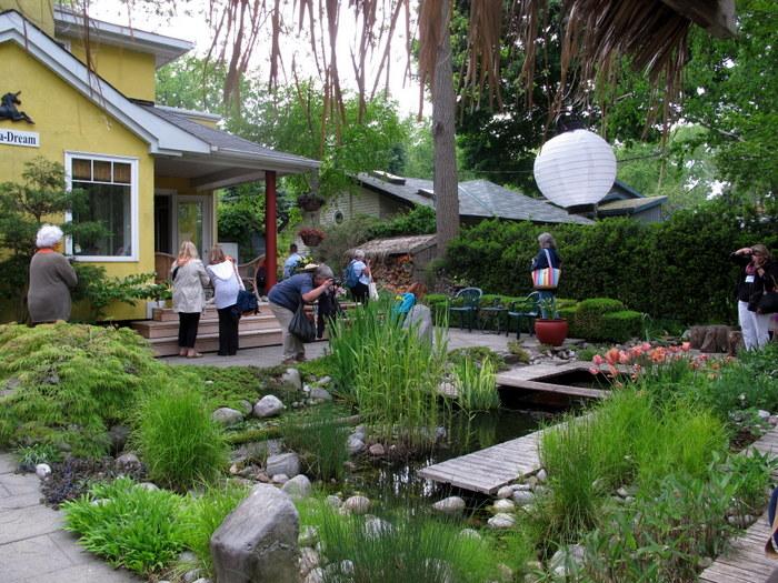 Homes and gardens of Toronto Island